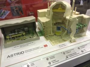 Maquette du réacteur ASTRID sur le stand CEA du World Nuclear Exhibition, Le Bourget, octobre 2014